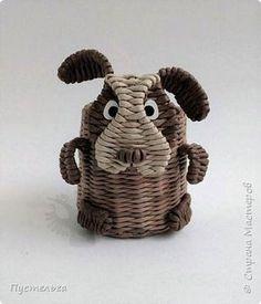 Basket weaving tutorial animal crafts 60 new Ideas Newspaper Basket, Newspaper Crafts, Basket Drawing, Diy And Crafts, Arts And Crafts, Paper Weaving, Paper Animals, Felt Diy, Animal Crafts