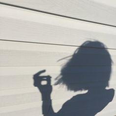 Imagen de girl, shadow, and aesthetic Xenia, Coraline Jones, Alex Danvers, Foto Top, Blue Sargent, Maggie Stiefvater, Life Is Strange, White Aesthetic, Jolie Photo