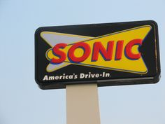 New Asiago Chicken Sandwiches have joined the Sonic menu. Check out the Crispy and Grilled versions below. Both sandwiches use whole. Sonic Restaurant, Restaurant Recipes, Sweet Tea Recipes, Sonic Sweet Tea Recipe, Asiago Chicken, Home Burger, Sonic Drive In