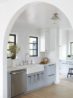 We love this on-trend arch-shaped doorway, adding interest to a simple kitchen Kitchen Cabinets Black And White, Farmhouse Kitchen Cabinets, Modern Farmhouse Kitchens, Kitchen Dining, Custom Kitchens, Grey Kitchens, Kitchen Counters, Small Kitchens, Kitchen Reno