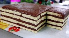 În ciuda faptului că se pregătește din cele mai simple și economice ingrediente, acest tort reprezintă un desert foarte gustos. INGREDIENTE: – 600 gr de biscuiți; – 3 linguri de cacao; – 1 pahar de zahăr (250 ml); – 6 linguri de griș; – 800 ml de lapte. MOD DE PREPARARE: 1. Amestecați cacao cu zahăr și griș. 2. Turnați puțin lapte, amestecați până la omogenizare, apoi adăugați cantitatea rămasă în 2 etape și continuați să amestecați. Compoziția finală trebuie să fie fără cocoloașe. 3. ... Tiramisu, Cookies, Ethnic Recipes, Food, Youtube, Alphabet, Noodle Salads, Chef Recipes, Cooking