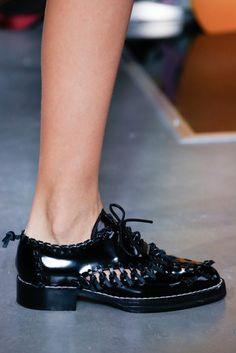 2016春夏プレタポルテコレクション - ルイ・ヴィトン(LOUIS VUITTON)クローズアップ コレクション(ファッションショー) VOGUE JAPAN