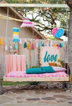 Guirnaldas everywhere: Una boda de adornos multicolor | Niceparty