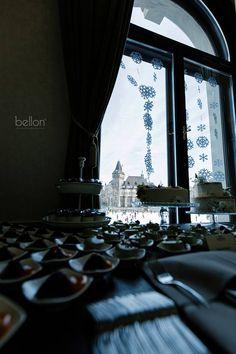 Mit szólsz ehhez a panorámához? <3  A Vajdahunyad vára és a Városligeti tó - télen pedig a Műjég - romantikus hangulata tökéletes hátteret biztosít esküvőd számára! :)   Nézd meg csodás helyszíneinket a linkre kattintva! Curtains, Home Decor, Blinds, Decoration Home, Room Decor, Draping, Home Interior Design, Picture Window Treatments, Home Decoration