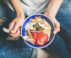 Seed cycling and hormone health. Aerial view of hands holding a blue bowl of fruits, seeds, and yogurt for seed cycling Dieta Anti-inflamatória, Seed Cycling, Cycling Tips, Cycling Workout, Snacks Saludables, Anti Inflammatory Recipes, Dash Diet, Eating Habits, Healthy Choices