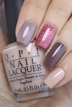 Decoración de uñas con brillo http://beautyandfashionideas.com/decoracion-unas-brillo/ Nail polish with shine #Decoración de uñas con brillo