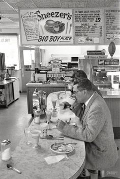 "gourmands: ""Frank Bauman - Packers coach Vince Lombardi at lunch counter, Green Bay, Wisconsin, "" Vintage Pictures, Old Pictures, Old Photos, Drive In, Nyc Subway, Photo Vintage, Vintage Vogue, Vintage Diner, Fifties Diner"