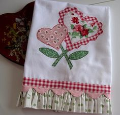 cute heart towel Dish Towels, Hand Towels, Tea Towels, Flour Sack Towels, Towel Apron, Mug Rugs, Sewing Hacks, Sewing Projects, Sewing Crafts