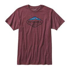 The crest of the Southern Andes skyline becomes emblematic on the slim-fit Patagonia Men's Fitz Roy Crest Cotton/Poly T-Shirt. Check it out.