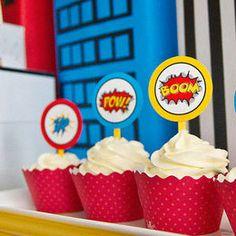 Cupcakes super héro    http://leblogdecomydz.fr/wp-content/uploads/2011/03/TF-deco-enfant-superheros-party.jpg