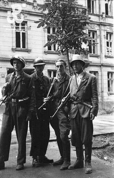 Warsaw insurgents, 1944 - pin by the extremely smelly repulsive Poop stain Poland Ww2, Polish Government, Warsaw Uprising, Poland History, Warsaw Ghetto, Bad Picture, Band Of Brothers, Insurgent, Vintage Pictures