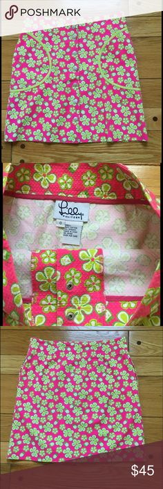 """Lilly Pulitzer Quilted Floral Skirt Excellent condition with no signs of wear. Cute button down skirt with vibrant floral and ladybug colors. Pockets at both hips. 94% cotton, 6% spandex. Has a bit of stretch to it. Hip to hip measures about 14.25"""" and top to bottom measures about 17.5"""" Lilly Pulitzer Skirts"""