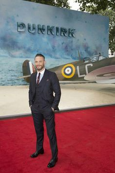 VK is the largest European social network with more than 100 million active users. Tom Hardy Dunkirk, Dunkirk Premiere, Next Bond, Tom Hardy Hot, New James Bond, Toms, Best Novels, Man Movies, Hollywood Actor