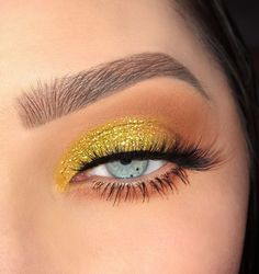 Yellow Eyeshadow - Makeup Looks Yellow Yellow Eye Makeup, Yellow Eyeshadow, Eyeshadow Looks, Eyeshadow Makeup, Hair Makeup, Fox Makeup, Beautiful Eye Makeup, Cute Makeup, Pretty Makeup