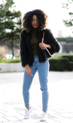 35 Fall Jean Outfit Ideas to Copy | black fur coat, baggy mom jeans, white sneakers