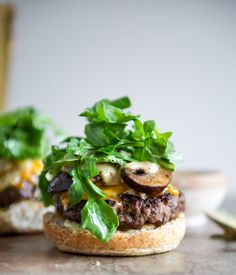 Cheeseburgers with sauteed mushrooms, arugula and dijon aioli