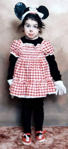 Amy Winehouse dressed as Minnie Mouse at age 6.