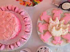 Layer cake y galletitas para un Baby Shower súper rosa #pink #pasteleria #torta #pastel #cokies #BabyShower