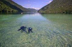 """Eine Kulisse wie in """"James Bond"""": Tauchen im Weißensee in Kärnten. Foto: Weissensee/Ostufer Dive-World"""