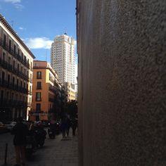 Búscanos y nos verás. Estocolmo foods&drinks en La Palma 72 Conde Duque Malasaña hasta las 2:30. Hola!!! @4latasClub @elEstocolmo #callelapalma  #malasaña #condeduque #glögg #gintonic #cocteles #mojitos #caipirinha #bloodymary #mahou #hotdog #hotdogs #cervezasmahou #aperolspritz #Madrid #Madrizmola #Madriz #exprimemadrid #quehacerenmadrid #madridcentro #despuesdelcine #sabado #baresdemadrid #bares #baresquelugares #salirpormadrid #condeduquegente by elestocolmo