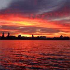 These mild skies took only 4-5 minutes to get this fire-y, I couldn't believe horizon changed this fast, looks like time laps #Sunset #Chicago #Uptown #Colors #Golden #Evening #Reflection #Darkness #LakeMichigan #SunShine #Waves