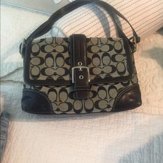 authentic classic coach handbag EUC very nice no damage at all can be shoulder bag or handbag Coach Bags