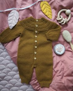 Ankers Heldrakt – PetiteKnit Baby Knitting Patterns, Baby Patterns, Romper Pattern, Baby Vest, Work Tops, Other Outfits, Stockinette, Baby & Toddler Clothing, Baby Sweaters