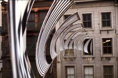 Daniel Buren (ranskalainen): Within and Beyond the Frame. 1973, paikkasidonnainen taide, käsitetaide
