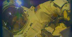 Água entra em capacete de astronauta após caminhada espacial