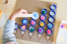 This 2 in 1 bottle caps counting board helps toddlers understand 1 to 1 correspondence counting while working their fine motor muscles. Diy Learning Toys, Toddler Learning Activities, Preschool Activities, Christmas Countdown Crafts, Preschool Christmas, Diy Bottle, Bottle Caps, Apple Theme, Getting Played