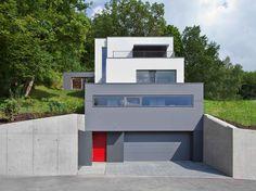 Berschneider + Berschneider Einfamilienhaus Kuben Aussenansicht Sichtbeton Garage Aufzug
