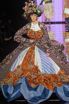 2.Hoopskirt John Galliano Fall 2004 Ready-to-Wear Collection. Galliano adopt exaggerated under-structural use of the Hoop skirt, which is supported by an undergarment made of a series of concentric circles.