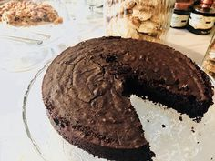 La nostra Torta Caprese: torta al cioccolato con farina di mandorle. Una fetta?!? #fonteallavena #restaurant #food #dessert #cioccolato #mandorle #sweet #valdorcia #tuscany #viafrancigena #sanquiricodorcia