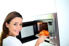 Kate Wolin's Microwave Safety Tips: Learn how microwaves work and which hazardous materials to avoid microwaving to reduce your cancer risk. Healthy Microwave Meals, Microwave Recipes, Microwave Oven, Healthy Dishes, Healthy Recipes, Pesto Pizza, Nutrition, Smart Kitchen, Herd