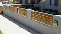41 Gorgeous Front Fence Design Ideas For Your Front Yard Decor - New homes are always gorgeous, but sometimes the yards seem a little empty and unfinished. One way to enhance curb appeal and add character to any new. Front Yard Decor, Front Yard Fence, Fenced In Yard, House Fence Design, Modern Fence Design, Front Courtyard, Backyard Fences, House Front, Fence Ideas