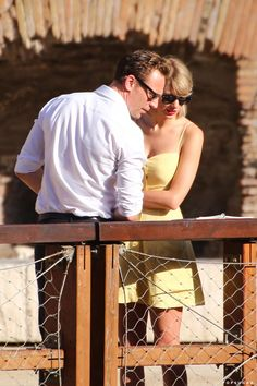 Taylor Swift With her boyfriend Tom Hiddleston In Rome Photos Of Taylor Swift, Taylor Swift Gallery, Taylor Swift Hot, Tom Taylor, Benedict Cumberbatch, Taylor Swift Boyfriends, Loki, Tom Hiddleston Funny Tumblr, Avengers