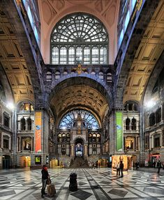 The other side of the wall, Antwerp railway station, Belgium