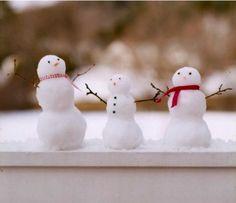Créer de minis bonhommes de neige sur le bord de la fenêtre