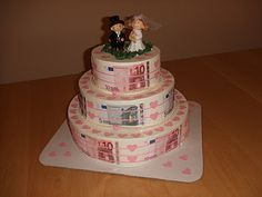 """gift of money for a wedding: selfmade """"cake"""""""