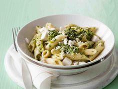 Pinaatti-fetapasta - Reseptit - Yhteishyvä Fodmap, I Love Food, Pasta Salad, Feta, Macaroni And Cheese, Healthy Recipes, Healthy Food, Food And Drink, Chicken