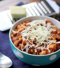 Spicy Three-Bean and Corn Chili. Spicy Three-Bean and Corn Chili Sweet Potato Chili Vegetarian, Meatless Chili, Vegetarian Sweets, Vegetarian Recipes, Healthy Recipes, Korma, Biryani, Easy Dinner Recipes, Soup Recipes