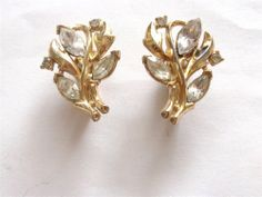 VINTAGE ART DECO GOLD TONE CROWN TRIFARI GLASS CRYSTAL LEAF SPRAY EARRINGS