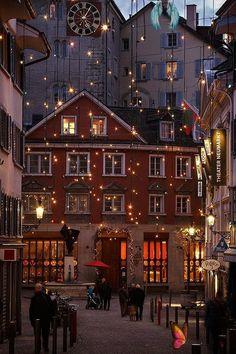 "Wannart #EvdeKal on Twitter Wannart on Twitter: ""İsviçre'de bir yılbaşı akşamı.… ""<br> ""İsviçre'de bir yılbaşı akşamı."" New Year Wallpaper, Christmas Wallpaper, Winter Cliparts, Suiza Zurich, Home Coffee Stations, Winter Background, Christmas Aesthetic, Autumn Aesthetic, 90s Aesthetic"