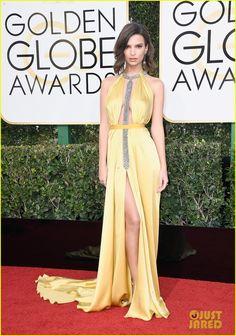 Emily Ratajkowski is a Golden Goddess at Golden Globes 2017