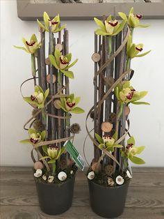 Parallel bloemstuk Spring Flower Arrangements, Spring Flowers, Floral Arrangements, Church Flowers, Funeral Flowers, Flower Planters, Flower Pots, Flower Decorations, Christmas Decorations
