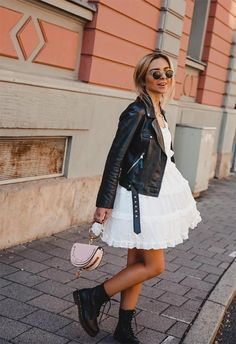 Leather Jacket Outfits Ideas In this article, we've listed the best leather jackets for women, a guide for buying the perfect style and leather jacket outfits to try! Mode Outfits, Girly Outfits, Fashion Outfits, Womens Fashion, Fashion Trends, Ladies Fashion, Teen Fashion, Fashion Ideas, Rock Chic Outfits