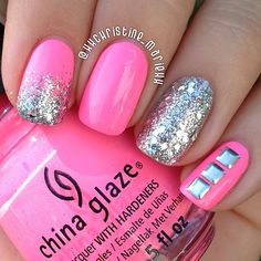 Pink and silver glitter nails. Más