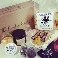 GET EXCITED all you Pumpkin Spice lovers!! Your new favorite thing is here!! @ThePumpkinBatch is a subscription box totally devoted to managing your Pumpkin Spice addictions. Or do I mean enabling? Both probably. Look at what's inside!! Pumpkin Spice Caramel Corn by @KrakenandClaw chocolate covered pumpkin caramel on shortbread by The Poisoned Apple Pumpkin Spice Sugar Scrub by RavensCreekNaturals @PuurBody wood wick pumpkin spice soy candle and a Pumpkin Whoopi Pie by @wickedwhoopie!! All…