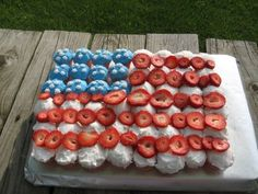 Fourth of July:  cupcakes...how easy and cute is this?