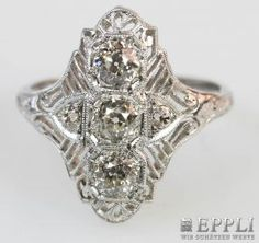Ladies ring set with five old cut diamonds, total approx 0.70 ct, TINTED / SI PIQUE. WG 14 K. Ring size 56th * Leg. 585/000 * 3.7 g weight Starting price: € 600.00